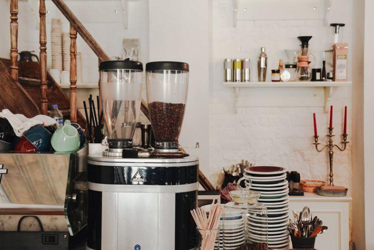 Bán đồ uống - cà phê take away